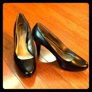 Brand New! Bandolino Black Leather Heel
